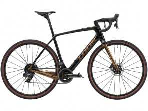 765 GRAVEL RS CARBON CHAMPAGNE GLOSSY A1
